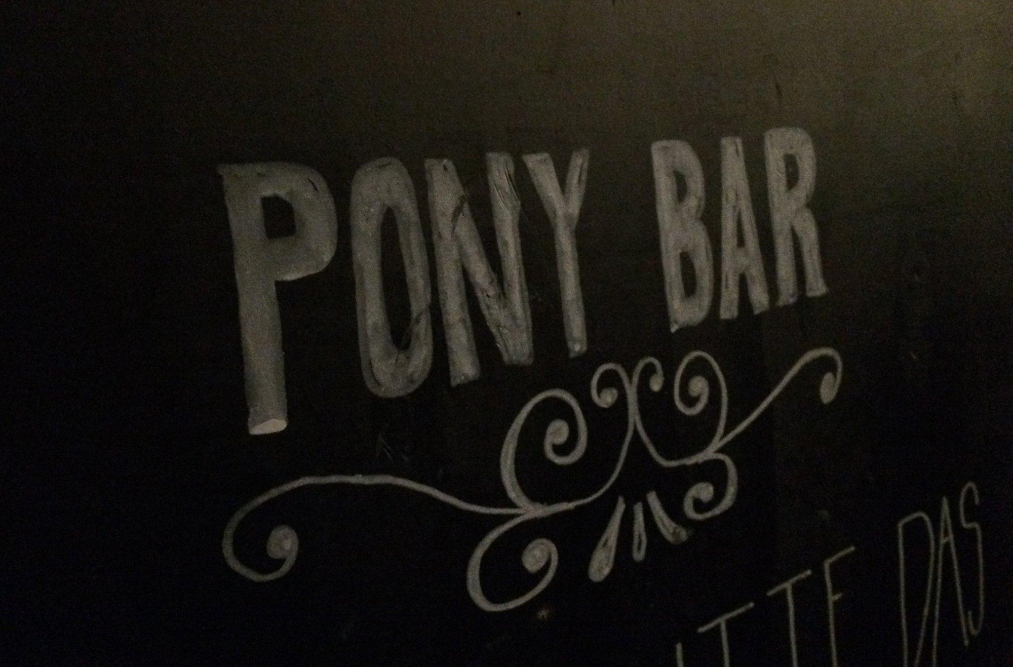 Social Event in der Pony Bar